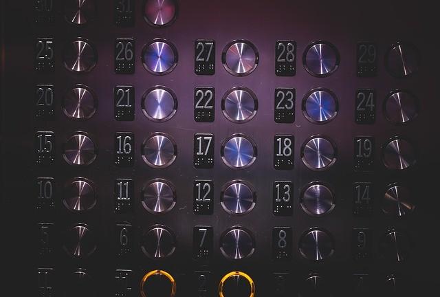 elevator-926058_640